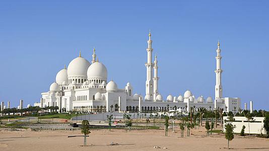 In Abu Dhabis Schonster Moschee