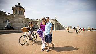 Oostende Promenade am Hotel Thermae Palace © Westtoer