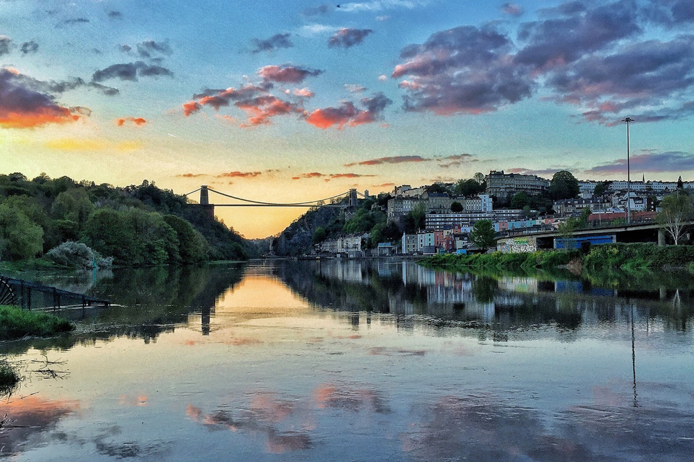 Blick auf die Clifton Suspension Bridge im Sonnenuntergang, Bristol. ©VisitBritain/Craig Derrick